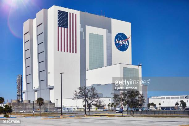 the vehicle assembly building, vab, at nasa's kennedy space centre - nasa stock pictures, royalty-free photos & images