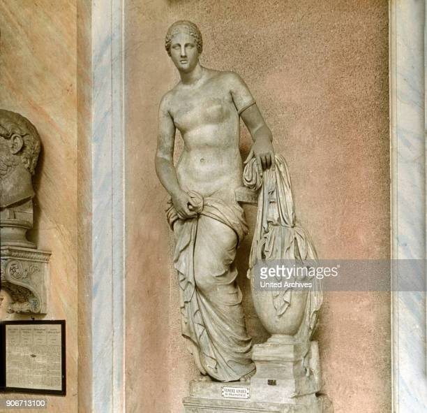 The Venus by Praxiteles Greek goddess allegory woman standing exhibit museum fine arts sculptue Europe Italy Rome history historical 1910s 1920s 20th...