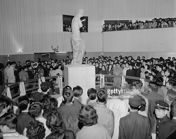 The Venus De Milo is exhibited at the National Museum of Western Art on April 8 1964 in Tokyo Japan This is the first time for the Venus de Milo to...