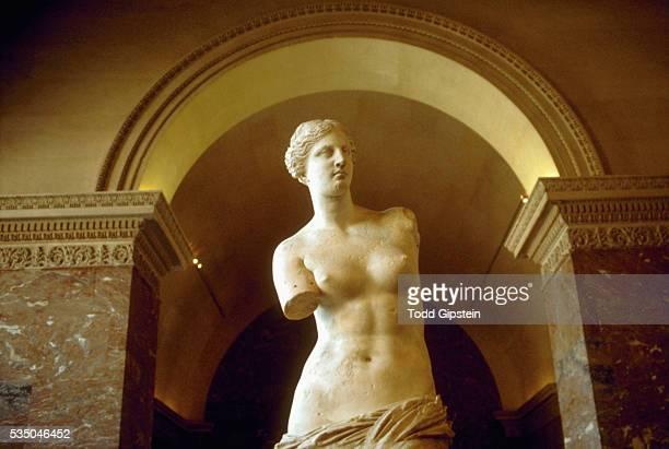 The Venus de Milo with an arch above