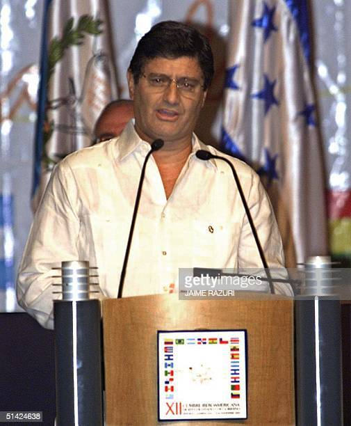 The vice president of Peru Raul Diez Canseco delicers a speech during the inaugural session of the XII IberAmerican Summit 15 November 2002 in Punta...