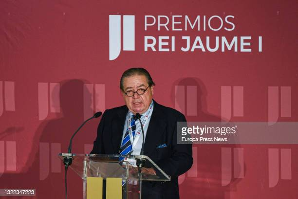 The vice-president of the Rei Jaume I Awards Foundation, Vicente Boluda, intervenes in the deliberation of the juries of the 33rd edition of the Rei...
