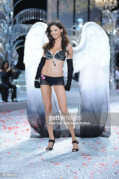 20 Victoria Secret Angle Pictures, Photos & Images - Getty
