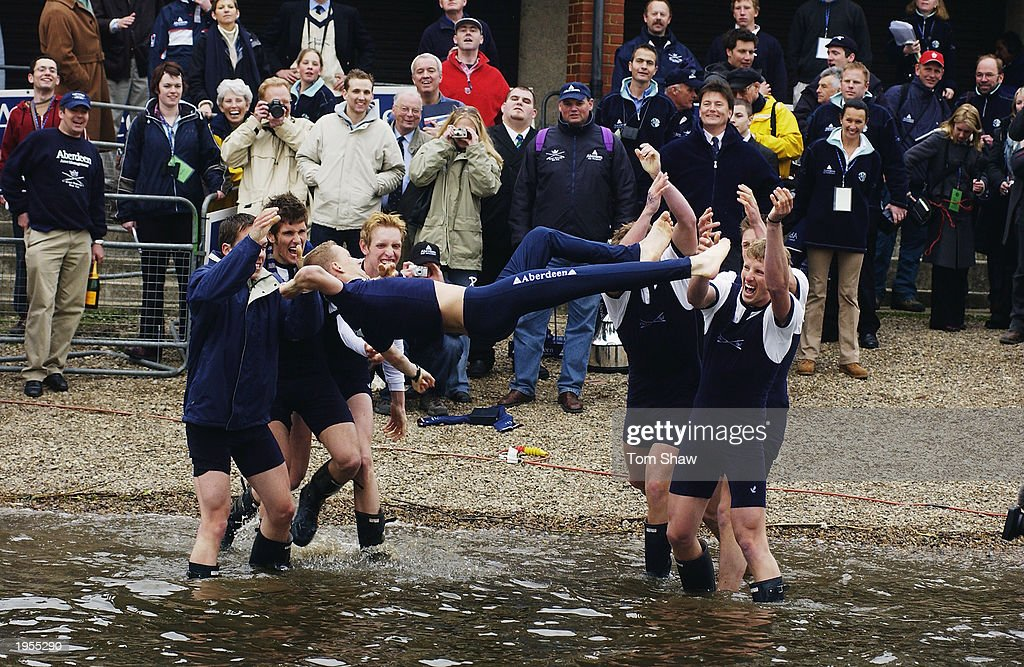 The victorious Oxford Cox Acer Nethercott is thrown in the Thames in traditional manner : News Photo