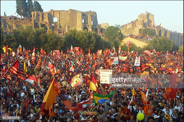 The victory of AS Roma is celebrated once again bya concert in the historic Miximus Circus in Rome, where thousands of people gathered.
