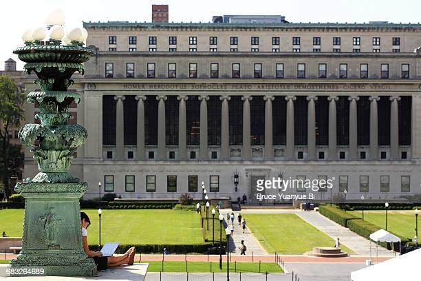 the view of butler library - コロンビア大学 ストックフォトと画像