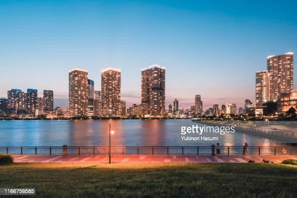 the view of harumi & toyosu at night - 運河 ストックフォトと画像