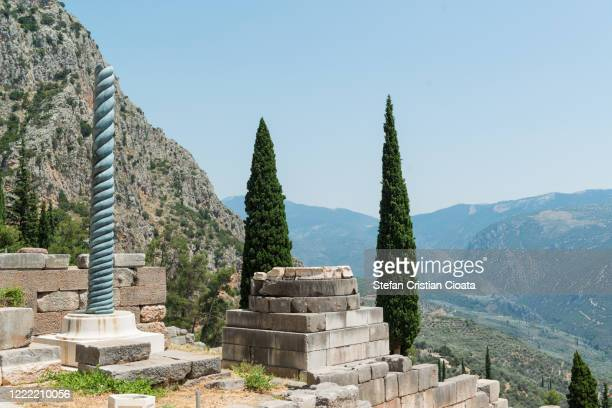 the view of the serpent column of plataea in delphi, greece - ギリシャ国会議事堂 ストックフォトと画像