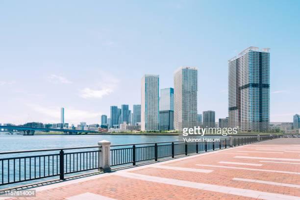 the view of tokyo bay side from toyosu, tokyo - ウォーターフロント ストックフォトと画像