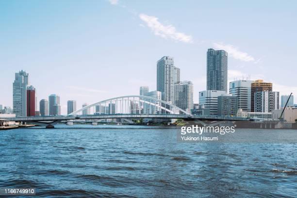 the view of tokyo bayside skyline - vaporetto stock-fotos und bilder