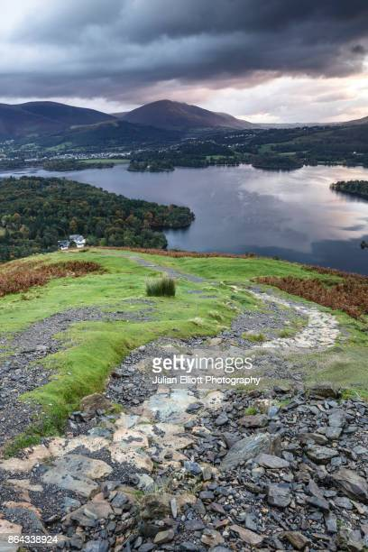 the view over derwent water from catbells in the lake district national park, uk. - derwent water - fotografias e filmes do acervo
