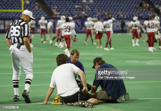 MINNEAPOLIS 8/28/03 The Vikings battled the Arizona Cardinals Thursday night at the Metrodome in the final preseason game Referee Bernie Kukar...