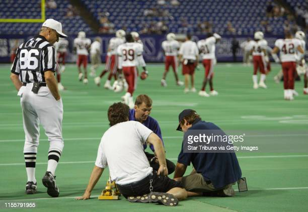 MINNEAPOLIS 8/28/03 The Vikings battled the Arizona Cardinals Thursday night at the Metrodome in the final preseason game IN THIS PHOTO Referee...
