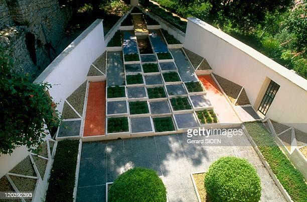 Charles de noailles photos et images de collection getty for Jardin villa noailles hyeres