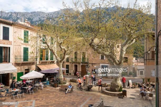 the village of fornalutx in the mountains of the serra de tramuntana, in north mallorca / majorca - cena não urbana imagens e fotografias de stock