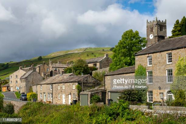 the village of muker, swaledale, north yorkshire, england - north yorkshire stock pictures, royalty-free photos & images