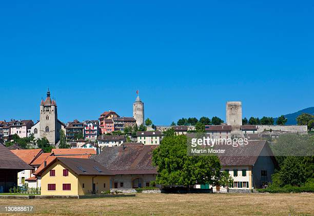 the village of orbe with the castle and the eglise ste claire, church of st. clare, municipality in the district of jura-north vaudois, canton of vaud, switzerland, europe - vaud canton stock pictures, royalty-free photos & images