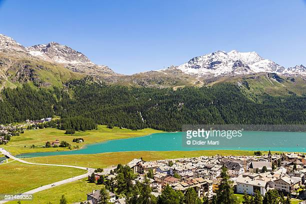 the village of silvaplana in canton graubunden in switzerland. - saint moritz foto e immagini stock