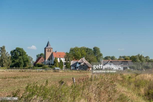 オランダ、ナイメーヘン近郊のウーイ・ポルダーの村ウーイ - 干拓地 ストックフォトと画像