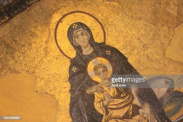 アヤソフィアモスクの壁に聖母マリアとイエスモザイク、クローズアップ - 偶像 ストックフォトと画像