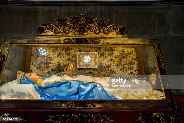 the virgin of guadalupe lying in an open casket inside the basilica of our lady in mexico city - open casket stock pictures, royalty-free photos & images