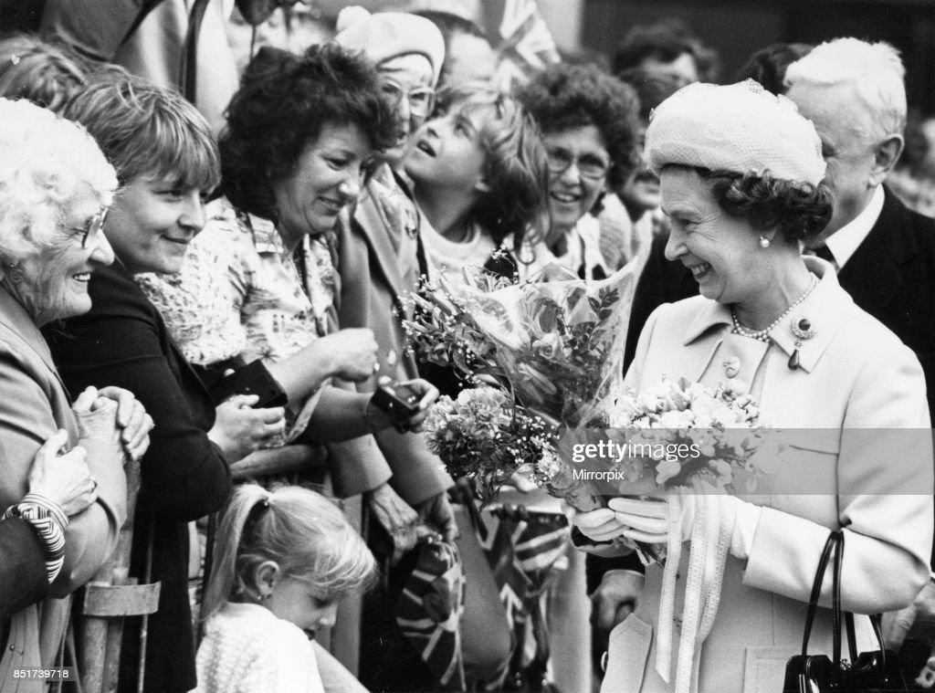 Queen Elizabeth officially opens the Garden Festival : News Photo