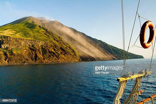 the volcano sciara del fuoco - isole eolie foto e immagini stock