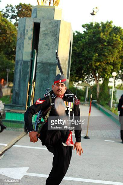 CONTENT] The Wagah border closing 'lowering of the flags' ceremony is a daily military practice that the security forces of India and Pakistan have...
