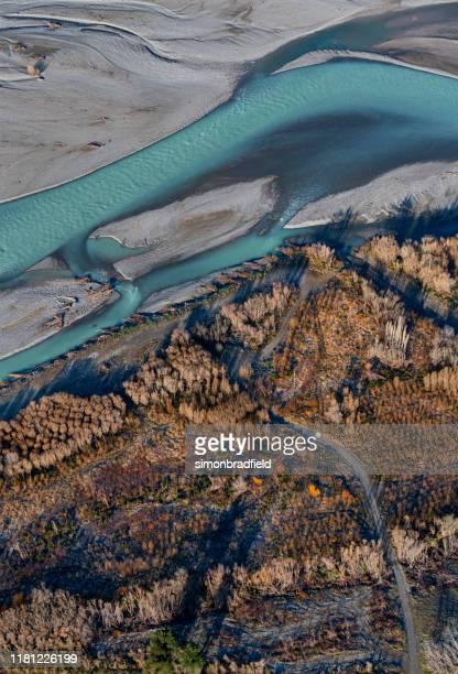 der waimakariri river, neuseeland - flussbett stock-fotos und bilder
