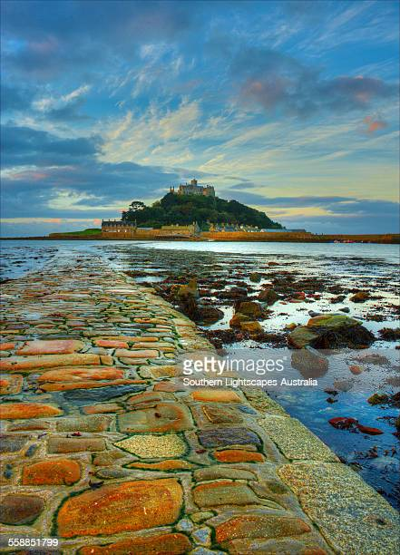 the walkway at st michael mount - low tide stock pictures, royalty-free photos & images