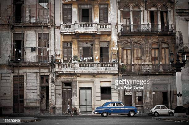 The wall in Havana next to the Capitolio building reminds me of the Led Zeppelin album cover. It could also be seen as a comparison of car size...