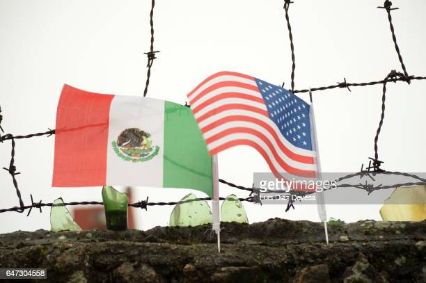 the wall of shame - emigración e inmigración stock pictures, royalty-free photos & images