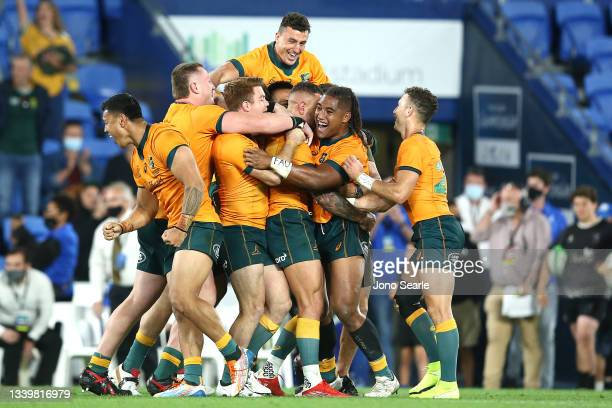 The Wallabies celebrate winning the Rugby Championship match between the South Africa Springboks and the Australian Wallabies at Cbus Super Stadium...