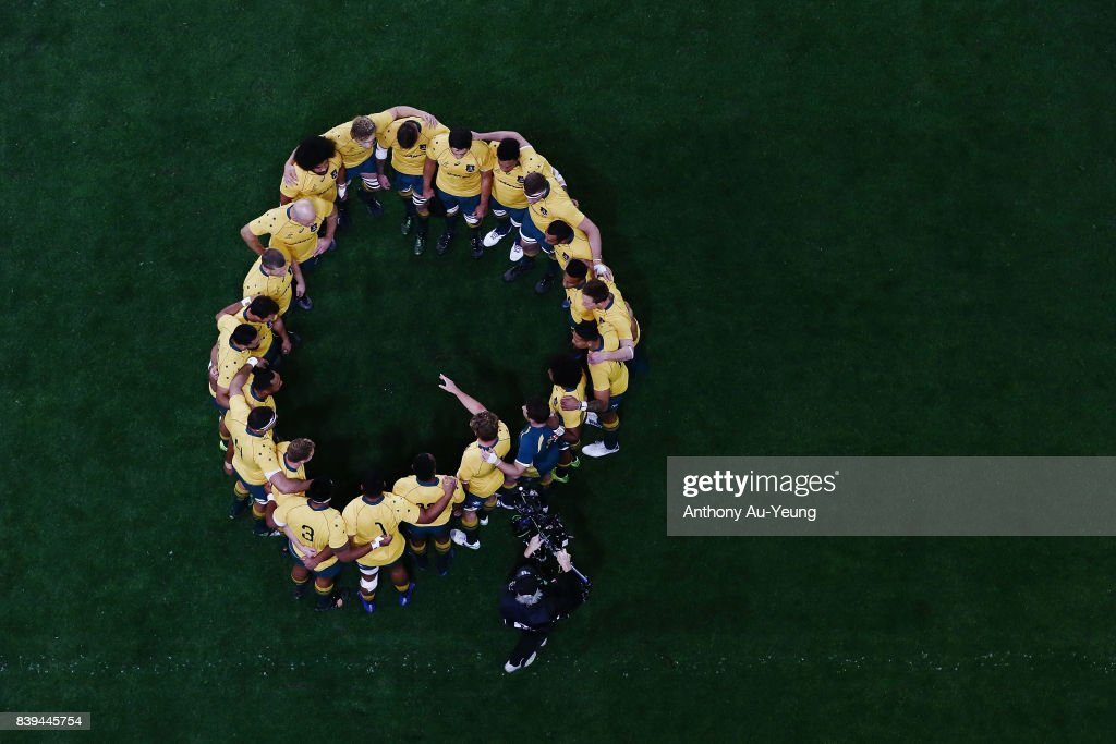 The Wallabies form a team huddle prior to The Rugby Championship Bledisloe Cup match between the New Zealand All Blacks and the Australia Wallabies at Forsyth Barr Stadium on August 26, 2017 in Dunedin, New Zealand.