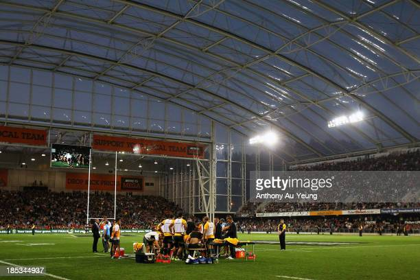 The Wallabies have their half time team talk on the field during The Rugby Championship match between the New Zealand All Blacks and the Australian...