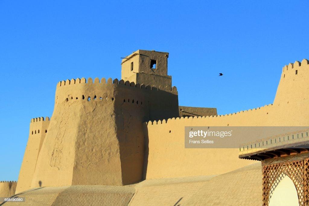 The walls and fortified walltowers of Khiva, Uzbekistan : Stockfoto