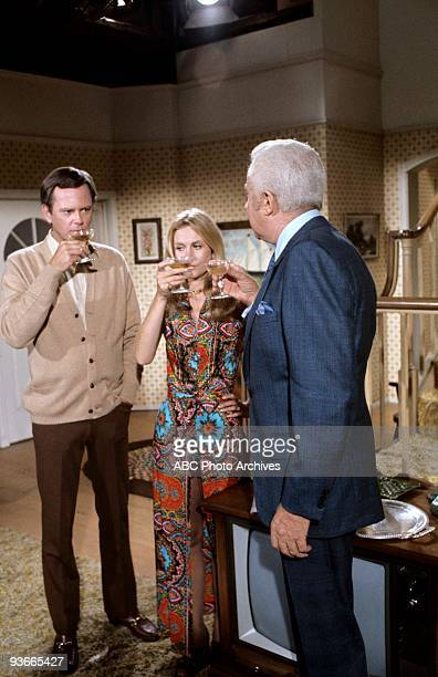 BEWITCHED 'The Warlock in the Gray Flannel Suit' 12/1/71 Season 8 Endora causes trouble at McMahon and Tate when she has a warlock join the firm Dick...