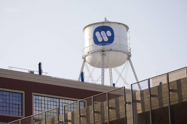 CA: Warner Music Shareholders Raise $1.9 Billion in Upsized U.S. IPO