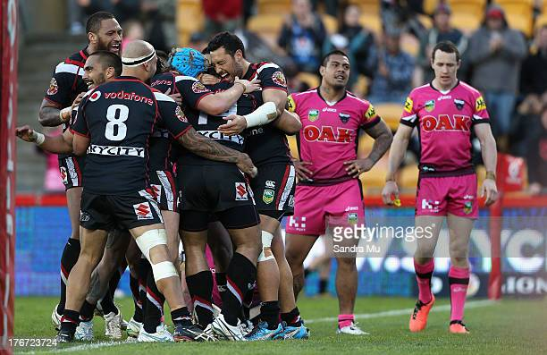 The Warriors celebrate a try during the round 23 NRL match between the New Zealand Warriors and the Penrith Panthers at Mt Smart Stadium on August 18...