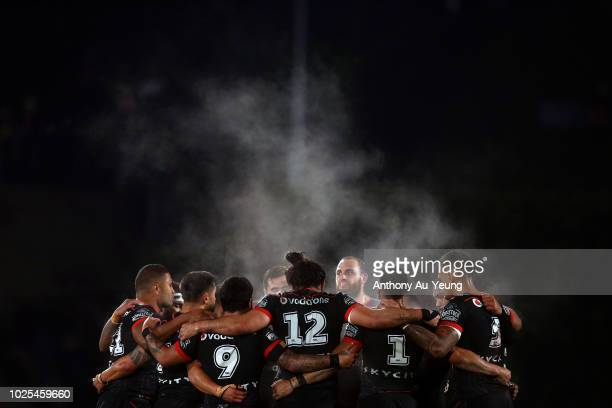 The Warriors gather around for a huddle during the round 25 NRL match between the New Zealand Warriors and the Canberra Raiders at Mt Smart Stadium...