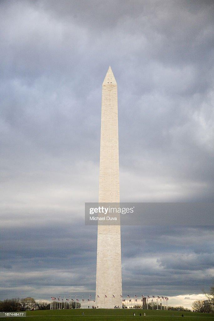 the washington monument near dusk : Stock Photo