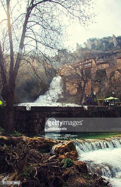 the waterfall and bridge ii - orbaneja del castillo photos et images de collection