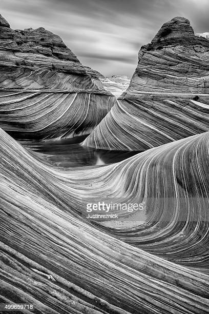the wave in black and white - rock formation stock pictures, royalty-free photos & images