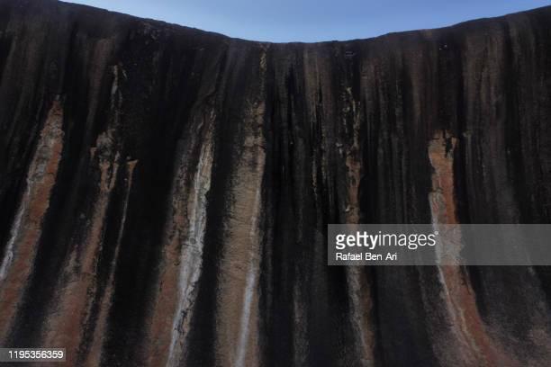 the wave rock in hyden western australia - rafael ben ari fotografías e imágenes de stock