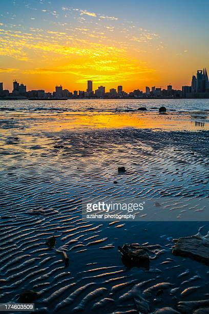 the waves - manama stock pictures, royalty-free photos & images