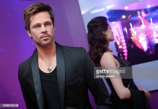 The wax figures of actors Angelina Jolie and Brad Pitt turn their backs on one another at Madame Tussauds in Berlin Germany 22 September 2016 The...