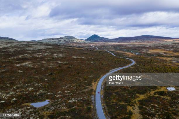 the way forward - mountain road in norway - mountain road stock pictures, royalty-free photos & images