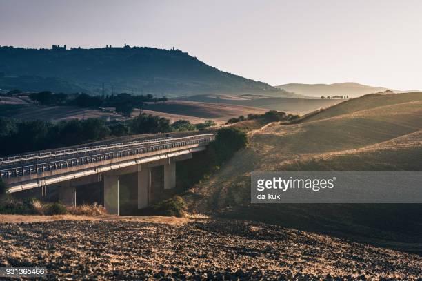 the way forward - ponte foto e immagini stock