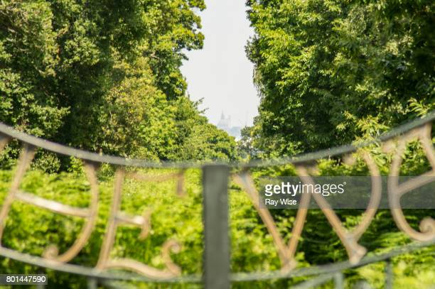 'the way' - st paul's cathedral tercentenary gates, richmond park, london. - richmond upon thames stock pictures, royalty-free photos & images