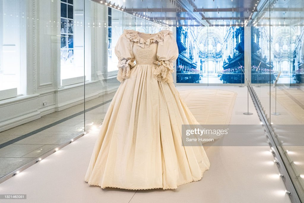 """""""Royal Style In The Making"""" Exhibition At Kensington Palace - Photocall : News Photo"""